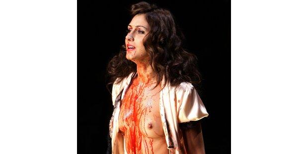 Was soll das Blut bei Fashion Show?