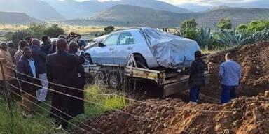 Politiker ließ sich in seinem Mercedes bestatten