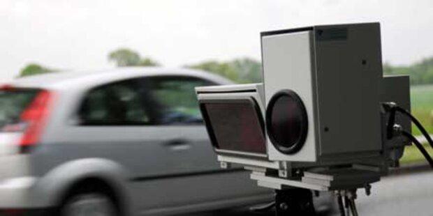 Raser fuhr Polizei mit 210 km/h davon
