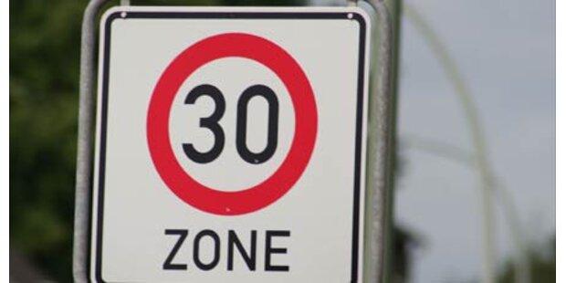 Mit 140 km/h durch die 30er Zone gerast