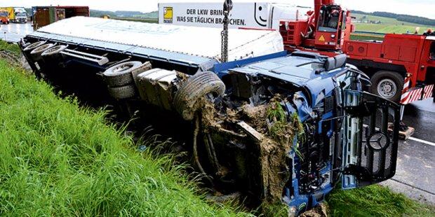 Sieben Kilometer Stau nach Crash mit Laster