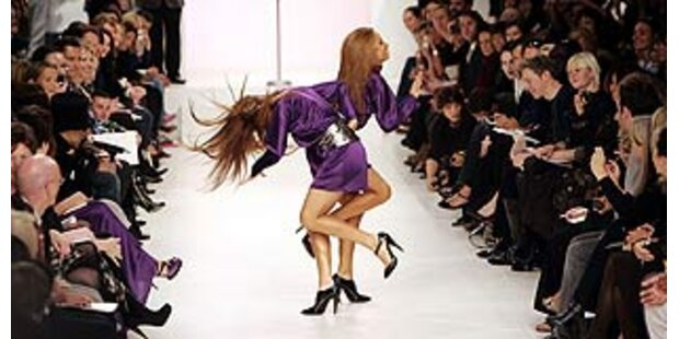 Heiße Performance der Prince-Backgroundgirls