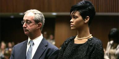 Rihanna trägt Farbe der Trauer.