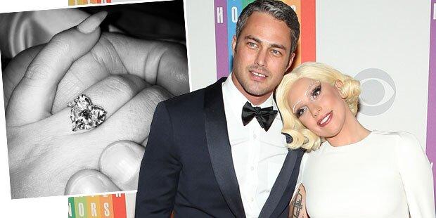 Lady Gaga zeigt Verlobungsklunker