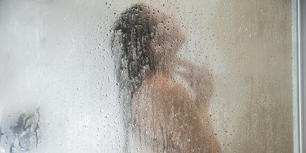 Abends oder morgens duschen?
