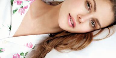 Frau Schlaf Bett