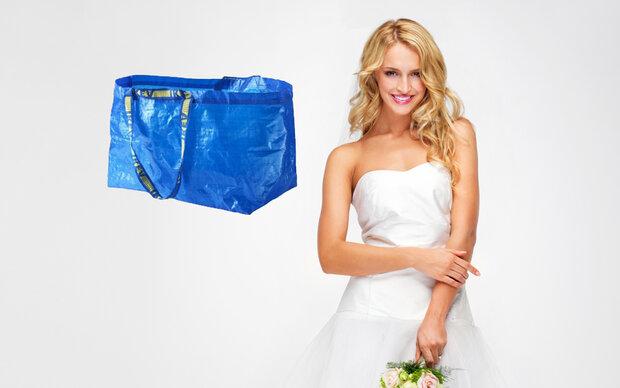 Bräute gehen mit Ikea-Sack auf Toilette