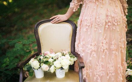 Braut zieht ihr Hochzeitskleid für ein Jahr nicht aus