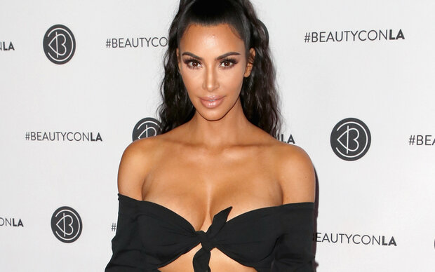 Kim Kardashian zeigt Kampf gegen Hautkrankheit