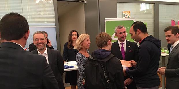 FPÖ-Stand begrüßen Herbert Kickl und Norbert Hofer die Besucher