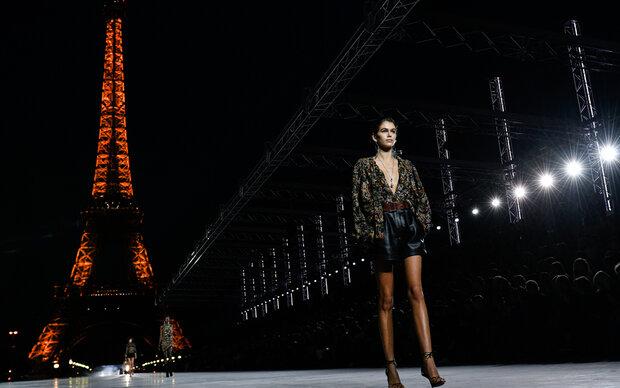 Diese Beine reichen bis in den Fashion-Himmel