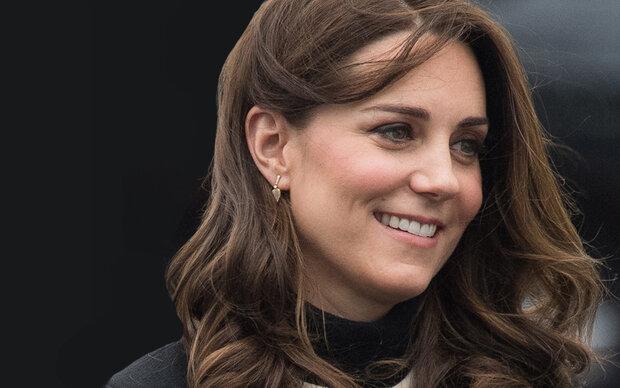 Herzogin Kate: Babybauch schick eingepackt