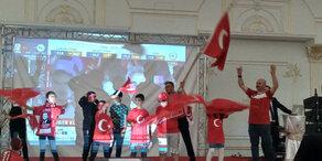 So feiern Austro-Türken Erdogan-Sieg