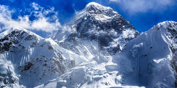 Alpinist am Gipfel seiner Träume