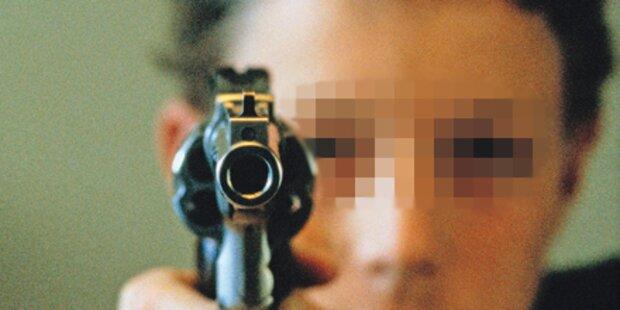 Schüler (15) droht Mädchen mit Pistole