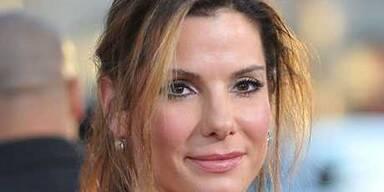 Sandra Bullock im Vorhang-Look
