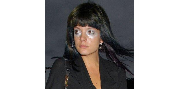 Lily Allen malt sich Waschbär-Augen