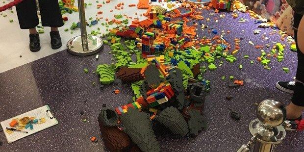 Kind zerstört 15.000 Euro teure Lego-Skulptur