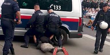 Kopf unter Polizeibus - Ein Jahr bedingt für Polizisten