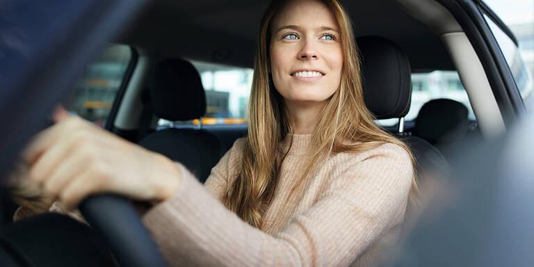 Frauen sind beim Autofahren stärker gefährdet