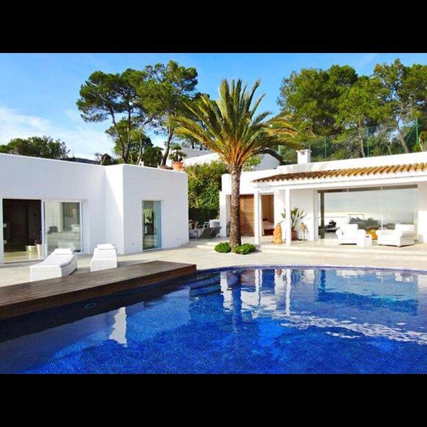 niki lauda verkauft seine villa auf ibiza. Black Bedroom Furniture Sets. Home Design Ideas