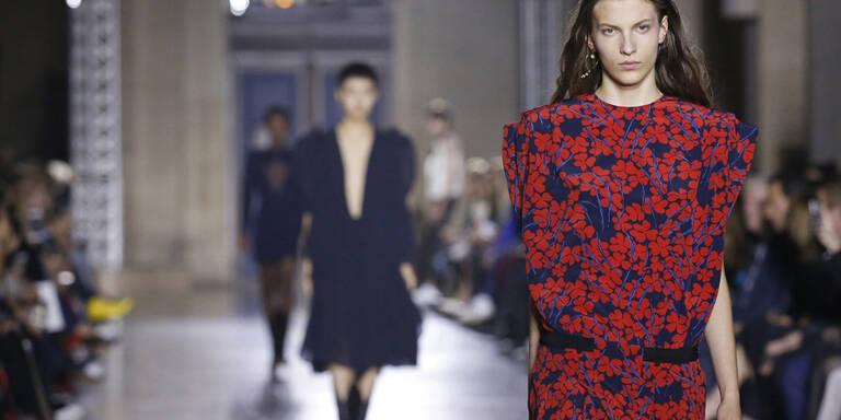 Weniger Gothic, dafür rockiger Glamour bei Givenchy