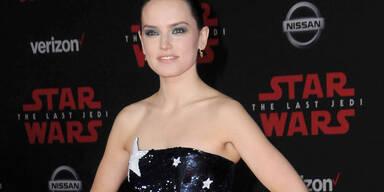 Daisy Ridley im Sternchen-Kleid