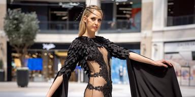 Beatrice Körmer im schwarzen Kleid 1