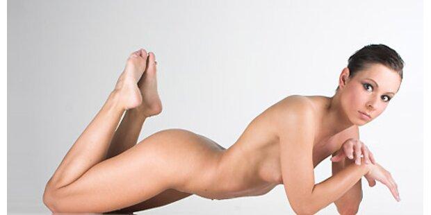 Sexy Fotos zeigen nackte Biegsamkeit