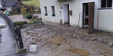 Überschwemmung Aufräumarbeiten