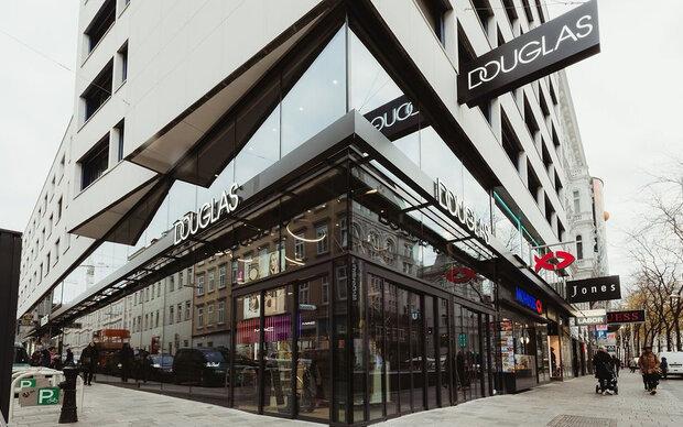 Douglas-Store im neuen Look