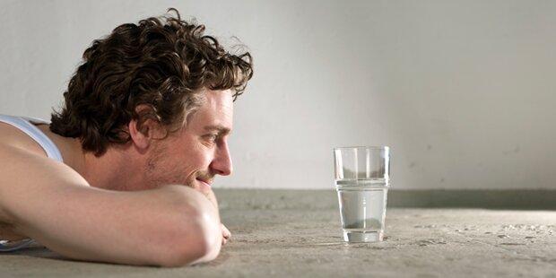 Darum sollten Sie Wasser nie über Nacht stehen lassen