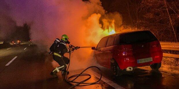 Flammen-Inferno auf A2: Pkw brannte lichterloh