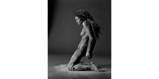 Heidi Klum nackt und schlammig