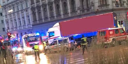 Fußgängerin in Wien von Lkw erfasst - tot