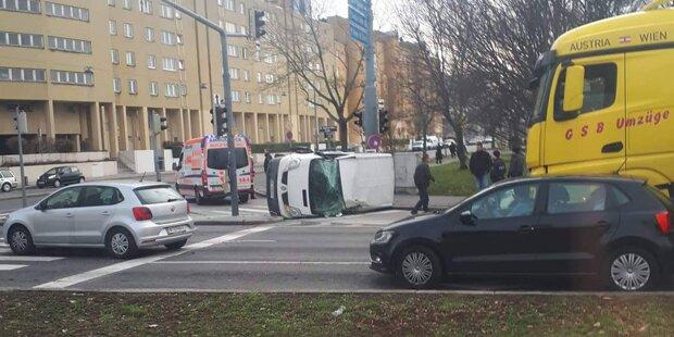 Spektakulärer Auto-Crash in Wien