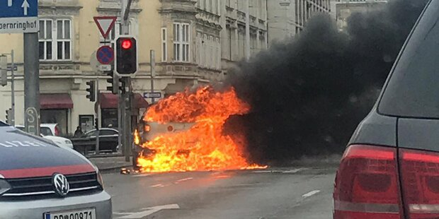 Auto explodiert mitten in Wien