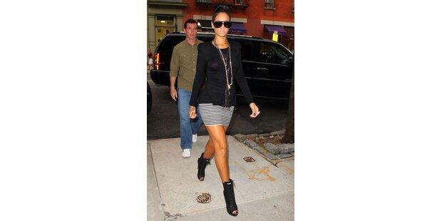 Rihanna trägt pinke Nippel-Pickerl