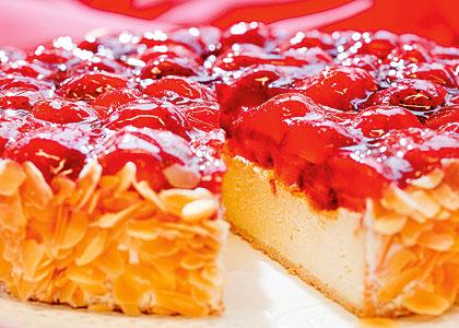 4 Erdbeer-Soufflé-Torte