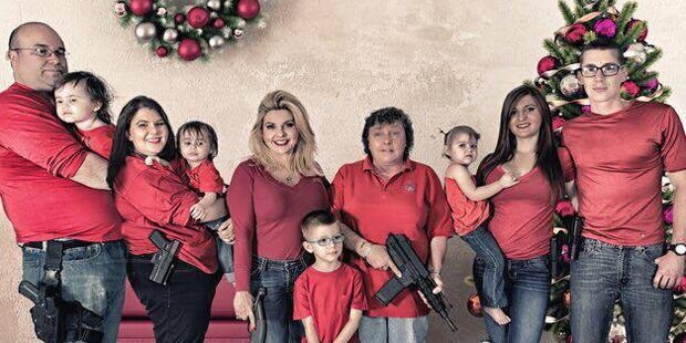 US-Politikerin lässt Familie mit Waffen posieren
