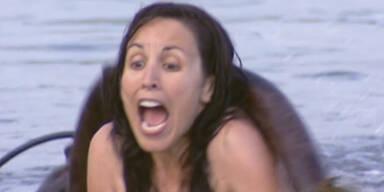 Mega-Streich: Unterwasser Monster schockt Frau