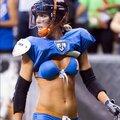 Das ist sexy Bier-Footballerin Alli Alberts