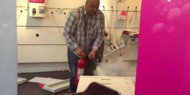 T-Mobile-Kunde zerlegt Handy-Shop