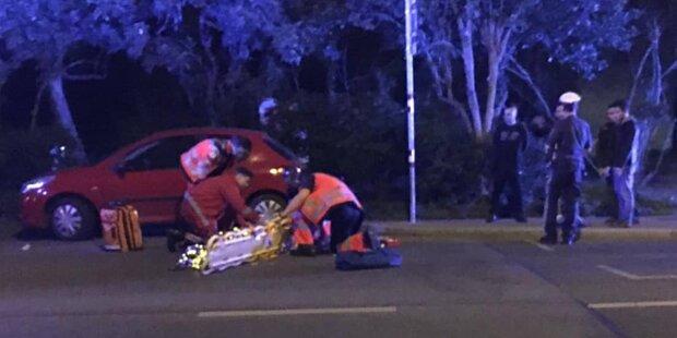 Schwerer Unfall in Wien: Pkw crasht in Fußgänger