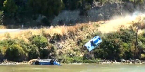 Rallye-Fahrer stürzt von Klippe in See hinunter