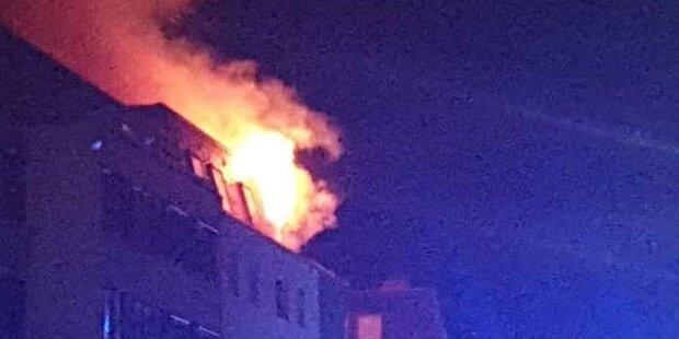 Dachgeschoss-Brand: 3-Jähriger unter den acht Verletzten