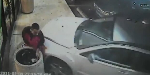 Auto crasht samt Verkäufer in Supermarkt