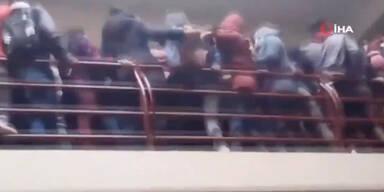 Rangelei: Sieben Studenten stürzen in den Tod