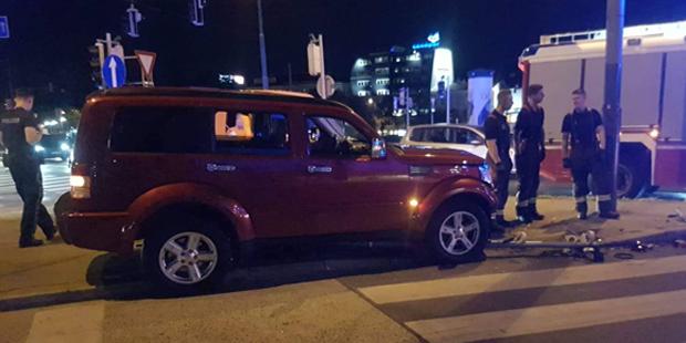 SUV rast auf Fußgängerinsel in Wien