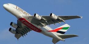 Emirates Maschine legt Bruchlandung hin